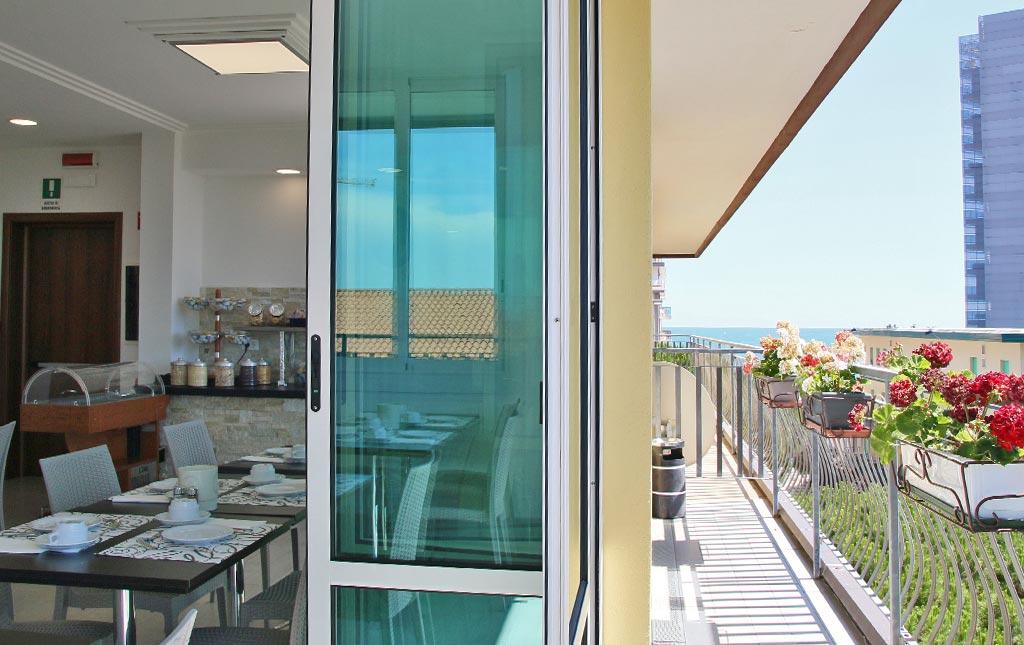 hotel-oder-jesolo-sala-colazioni-terrazza