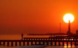 Un tramonto rosso sulla spiaggia di Jesolo Lido (ph. Digital Photo S.G.)